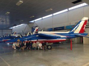 Les graulhetois devant un Alpha Jet de la Patrouille de France