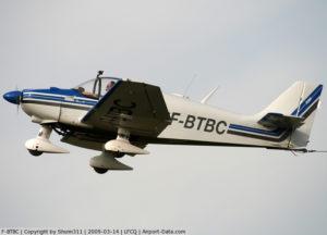 F-BTBC décolle à Graulhet avec un planeur